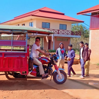 New tuk-tuk to drive the children to the Coviphama plantation's school
